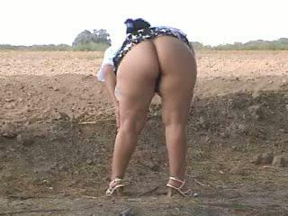 Piss อ้วน ตูด pee ใน ถนน. bebita เม็กซิกัน ผู้หญิงสำส่อน