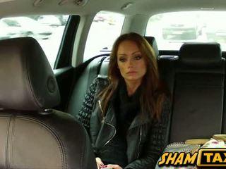 เช็ค หญิง gets ระยำ ข้างใน a taxi โดย the driver เขาเอง!