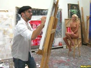 An artist 보고 용 a 모델 에 paint