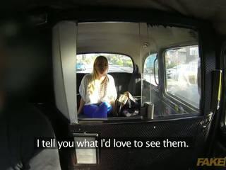 সাদা wench প্রয়োজন থেকে বেতন জন্য তার taxi সঙ্গে তার দুধাল মহিলা শরীর