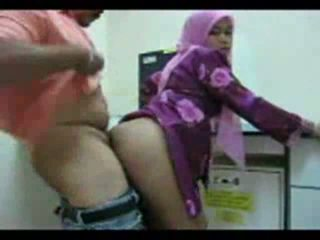 Playful arab kvinne shows av henne rumpe til sex video