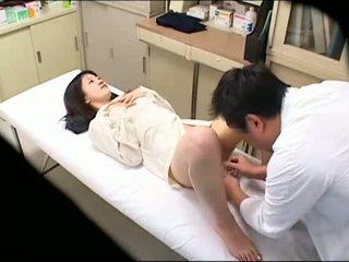 変な 医師 uses 若い 患者 02