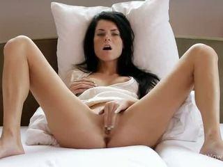 Adorabil adolescenta gagica masturband-se ei twat
