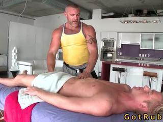 Cô gái tóc vàng cutie bonks của anh ấy massage dom