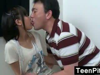 Ázijské násťročné gets toyed s