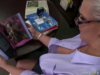 Tattooed blonde prof phoenix marie takes une grand bite vidéo