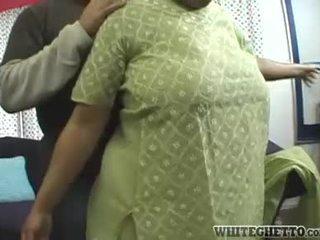 Indisch milf loves deze haar bf is having plezier rond haar groot borsten