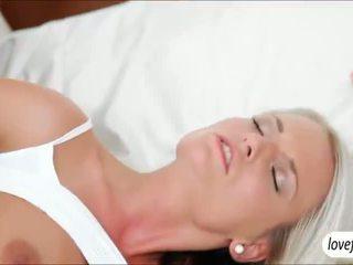 Sizzlin nxehtë gjoksmadhe vogëlushe jessie jazz steamy seks pas bath