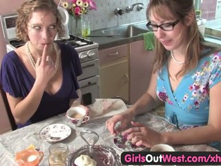 Süß australisch lesben lecken ihre rosa holes
