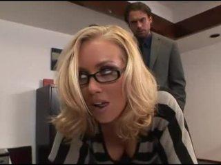 Nicole aniston 사무실