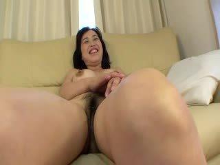 Azijke pocestnica receiving več klitoris stimulations s dildos