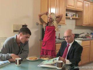 Podvod horký macecha bangs bruce pro breakfast