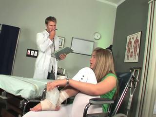 Disabled краля починається для відчувати toe смокче
