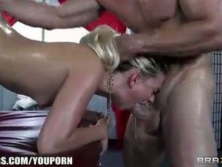 Jessie volt deepthroats her masseur and begs for silit