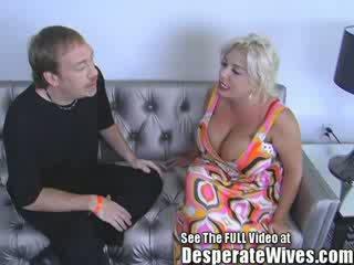 स्लट वाइफ claudia marie gets गड़बड़ द्वारा डर्टी d और swallows उसके हॉट load की spunk