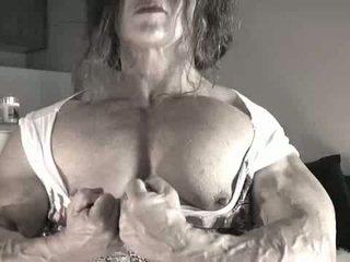 أكبر البظر bodybuilder سيدة
