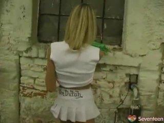 Lesley jerks sees tagasi yard