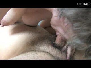 Jung guy licking alt haarig muschi von großmutter video