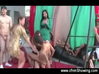 ये sluts है नहीं shame साथ उनके नग्न men के लिए उनके प्रदर्शन