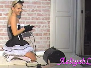 AalIyah Love Hawt Maid Sucking A Featthis Guy Duster