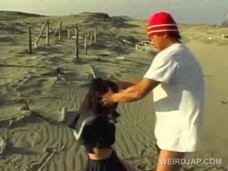 Aziýaly school cutie forced to give agzyňa almak in pov at the pläž