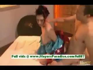 Saori hara nadržený asijské manželka v lůžko gets a výstřik
