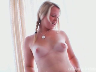 Apkūnu paauglys shows jos seksualu curves