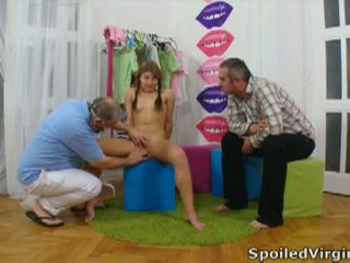 Spoiled virgins: russian prawan has her young virgin burungpun checked.