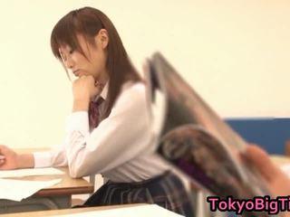 An nanairo 亞洲人 模型 是 可愛 和 大