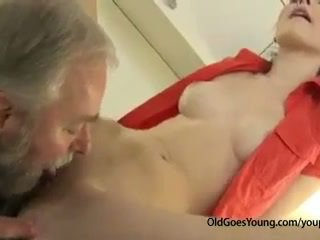 Mesum ceko rumaja prawan was waiting for boyfriend when his old oom came and fucked her