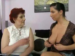 Tuk babička a busty dospívající appreciating lesbo porno