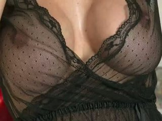 Lusty 褐髮女郎 mckenzie lee receives 所以 熱 同 她的 圓 meaty jugs 在 她的 榻