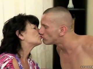 Paffuto pelosa nonnina gets scopata