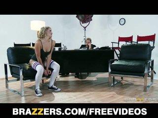 Flexibila blond dancer mia malkova, flexibila vagaboanta