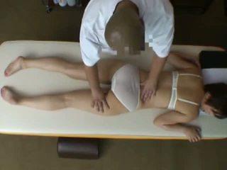 Spycam reluctant ehefrau seduced von masseur