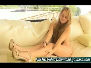 Madison jeune blonde fille masturbation ftv