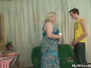 Femme finds son homme baise grand vieille