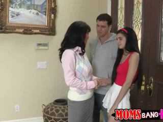 Ýaşlar gives bad blowjobs with zoey kush