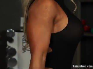Muscular blondýna naivka megan avalon cvičenie