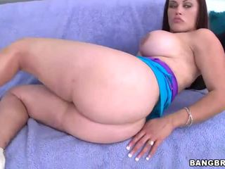 Busty Babe With Trampstamp Gets Hot Beef Injection