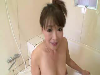 אסייתי בוגר ב מקלחת sucks ב זין לפני stimulating את עצמה