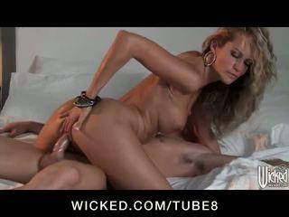 Apdullinātas blondīne pavēlniece jessica drake fucks a precētas vīrietis