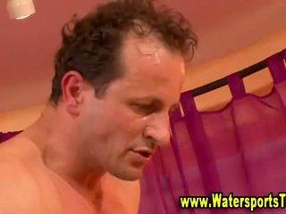 Watersports פטיש של piss מקלחת