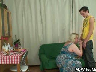 뿔의 oldie seduces 아들 에 법