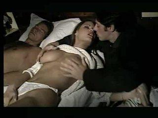 Splendide nana being assaulted en lit vidéo