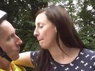 Brytyjskie dojrzała loving rower goes anal