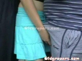 老 男人 groping 女人 whith 熱 體