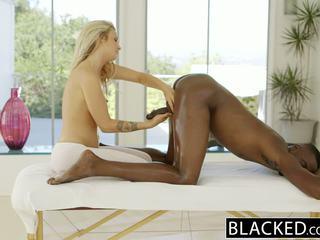 Blacked 美丽 金发 karla kush loves massaging bbc