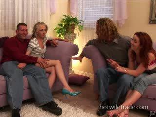 Poppari vaimoja spermmed päällä