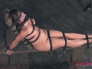 Wild torturing für sexy sklave